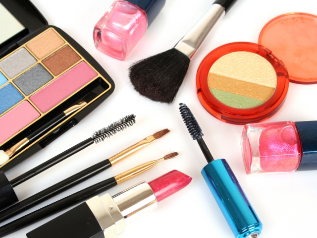 šminka, make-up, dekorativna kozmetika, opasne tvari, štetni sastojci