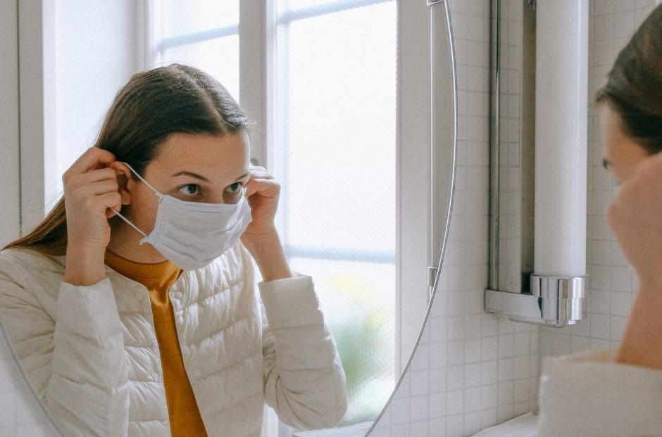 prištići zbog maske za lice